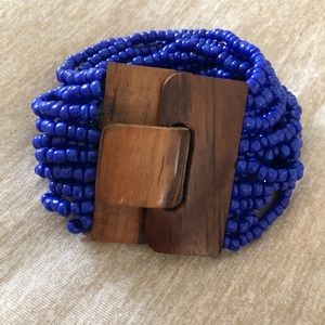 Jewelry - Blue beaded and wooden clasp bracelet